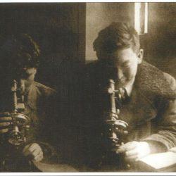 Ш.Есенова в лабаратории университета