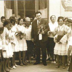 Встреча Ш.Есенова со школьниками школы в которой он учился