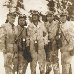 Ш.Есенов на Жезказганском руднике с геологами и горняками